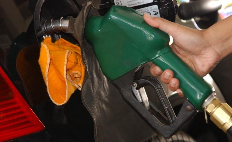Preço do diesel diminui, mas redução de R$ 0,46 não chega às bombas