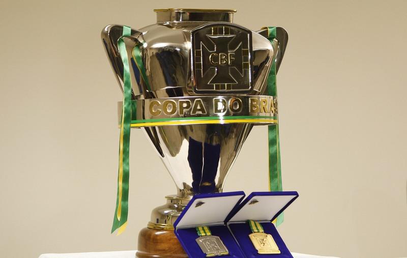 Corinthians e Cruzeiro decidem em casa vaga à final da Copa do Brasil