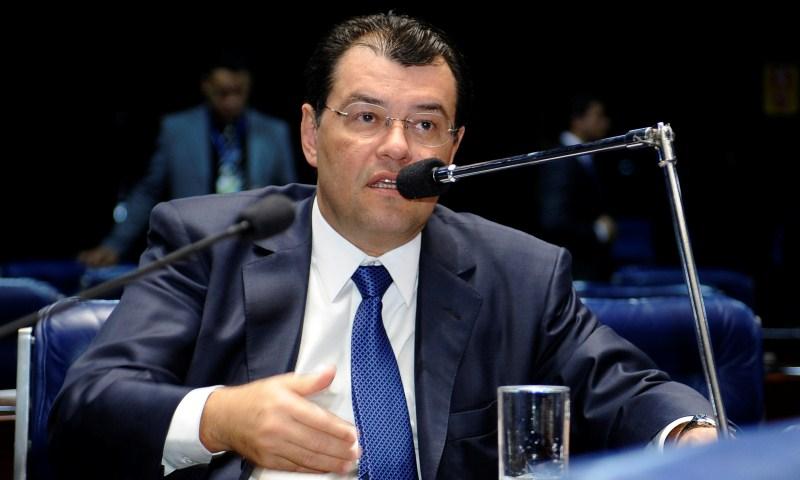 Braga sugere que excedente dos royalties seja usado para baixar preço da gasolina