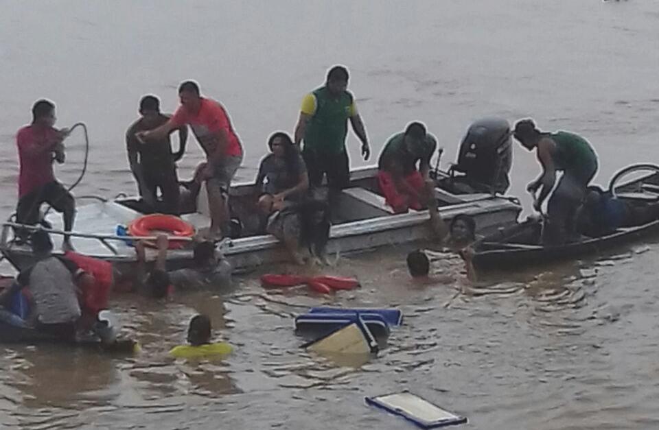 Naufragio Nova Olinda (Foto: Bombeiros/Divulgação)