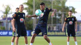 Paulinho e Miranda (Foto: Lucas Figueiredo/CBF)