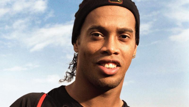 Justiça apreende passaportes de Ronaldinho Gaúcho e do irmão, Assis