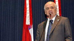 O deputado Serafim Corrêa criticou o projeto que eleva a alíquota de ICMS para produtos não supérfluos (Foto: ALE/Divulgação)