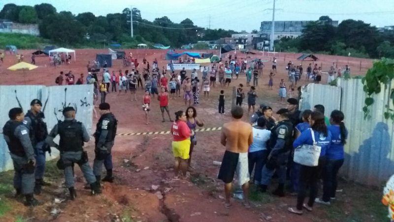 Ex-moradores do local começaram a erguer barracas e prometem acampar no terremo (Foto: Divulgação)
