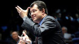 """O senador Eduardo Braga aparece na planilha com o valor do passe de """"1.000"""", o que significa R$ 1 milhão (Foto: Moreira Mariz/AS)"""