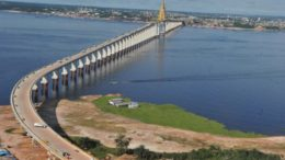 Obra da  Ponte Rio Negro: suspeitas de pagamento de propina geraram inquérito contra Braga e Omar (Foto: Chico Batata)