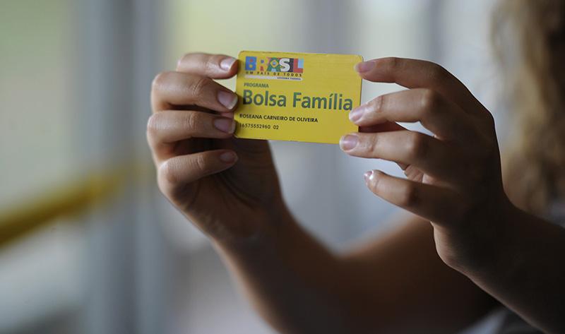 Aumento no Bolsa Família será de 5,67% a partir de julho, anuncia Temer