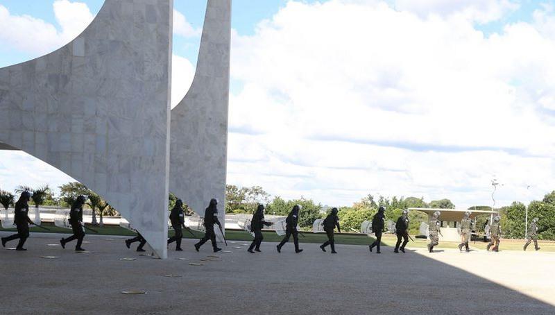 Forças Armadas começam a deixar Esplanada dos Ministérios