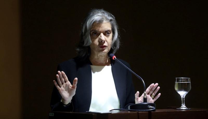 Cármen Lúcia critica projeto de atuação dos partidos brasileiros
