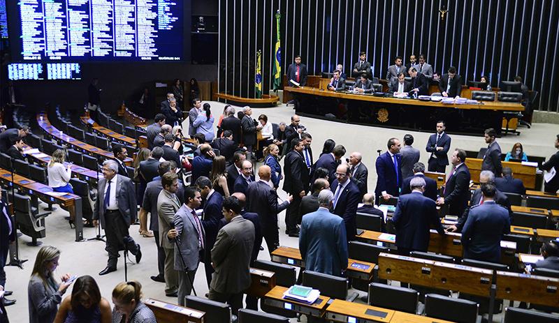 Câmara aprova proposta que suspende a dívida dos estados em troca de contrapartidas (Foto: Nilson Bastian/Agência Câmara