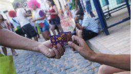 Camisinha prevenção Aids (Foto: Fernanda Mafra/Pref.Olinda/Divulgação)