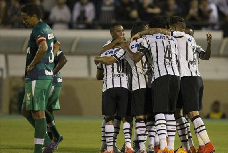 35dd57c1a2 Chapecoense e Corinthians lideram o Brasileirão após quatro rodadas. 0. 0.  Chapecoense (Foto  Daniel Augusto Jr Ag. Corinthians)