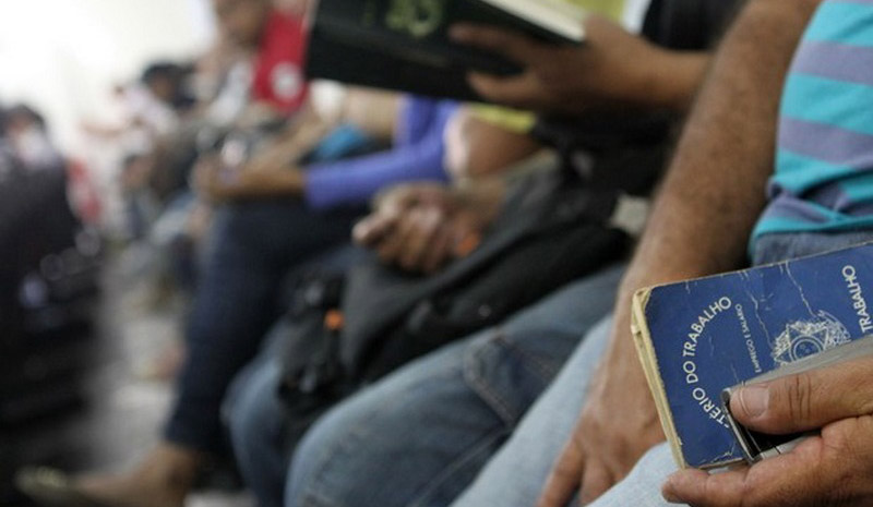 IBGE: Taxa de desemprego é de 12,6% no trimestre até fevereiro