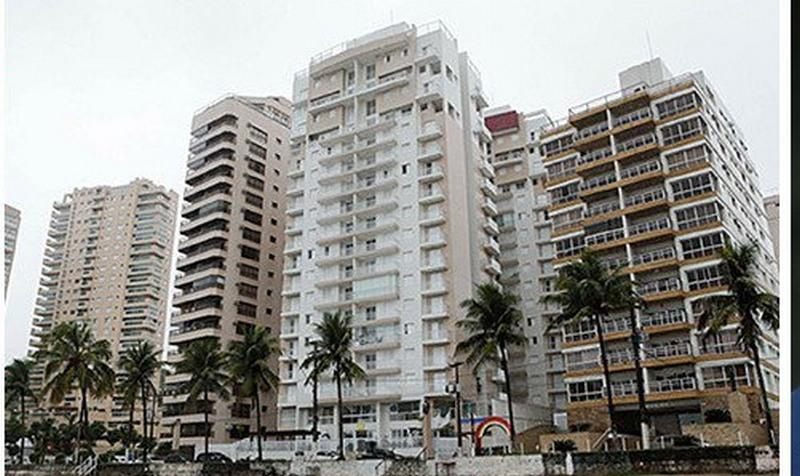 Tríplex no Guarujá atribuído a Lula é vendido por R$ 2,2 milhões em leilão