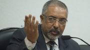 O Presidente da Comissão de Direitos Humanos, Senador Paulo Paim, durante audiência pública interativa sobre o tema Direitos Humanos e a Saúde (Marcelo Camargo/Agência Brasil)