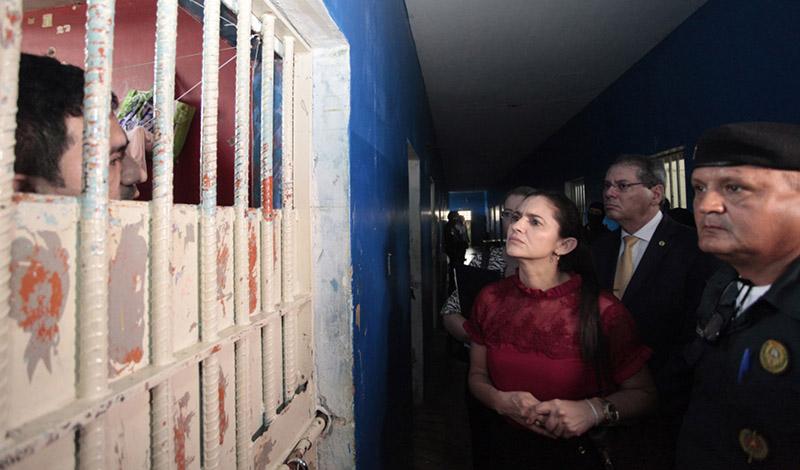 Conselheiro Rogério Nascimento e juíza Maria de Fátima Alves, em inspeção à Penitenciária Agrícola de Monte Cristo (Foto: CNJ/Divulgação)