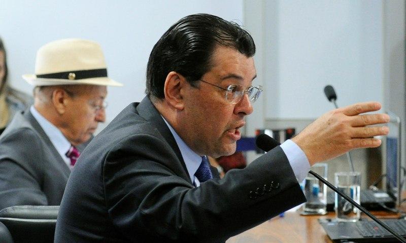 Eduardo Braga vota contra reforma trabalhista na CCJ