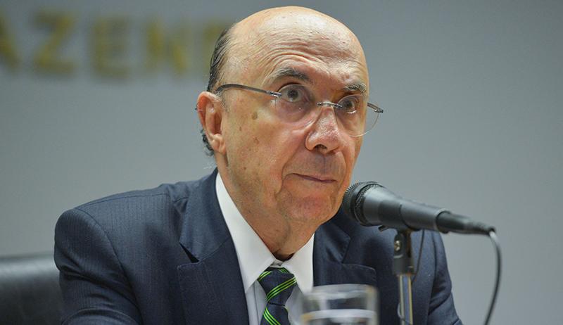 Brasília - O ministro da Fazenda, Henrique Meirelles anuncia durante entrevista a imprensa, o novo presidente do Banco Central, o economista Ilan Goldfajn (José Cruz/Agência Brasil)