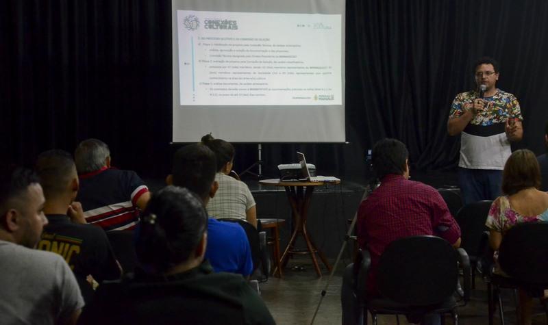 Em encontros com artistas e produtores, técnicos tiram dúvidas sobre edital de cultura (Foto: Ingrid Anne/Manauscult)