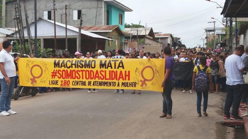 Maria Lídia protesto em Tefé (Foto: Francy Guedes/Divulgação)
