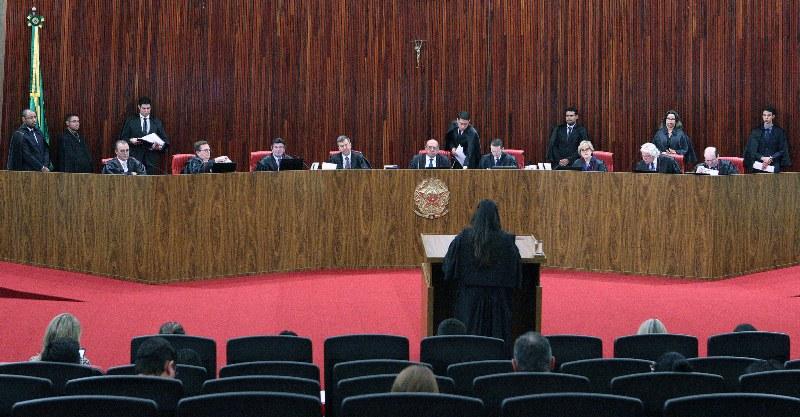 Ministros do TSE arquivam ação movida pelo PT contra Jair Bolsonaro