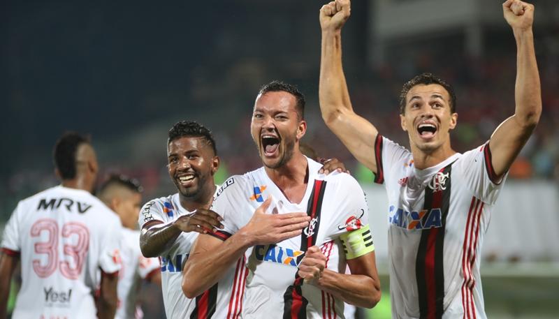 Leandro Damião destaca entrega do Flamengo na vitória sobre a Ponte