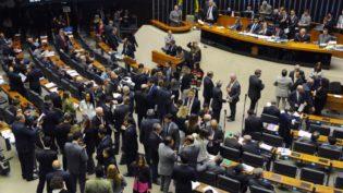 PSL 'assedia' parlamentares eleitos para formar base no Congresso