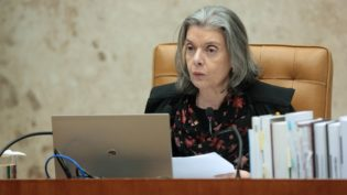 Brasil passa por uma mudança conservadora perigosa, diz Cármen Lúcia