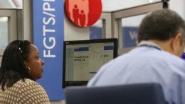 Trabalhadores poderão sacar dinheiro do FGTS de conta inativa a partir de sábado (Foto: Fabio Rodrigues Pozzebom/ABr)