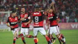 Jogadores comemoram gol no empate com o Palmeiras (Foto: Gilvan de Souza/Flamengo)