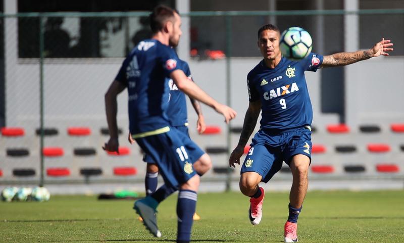 Guerrero em treino do Flamengo, que enfrenta o Palmeiras para e manter no G-4 (Foto: Gilvan de Souza/Flamengo)