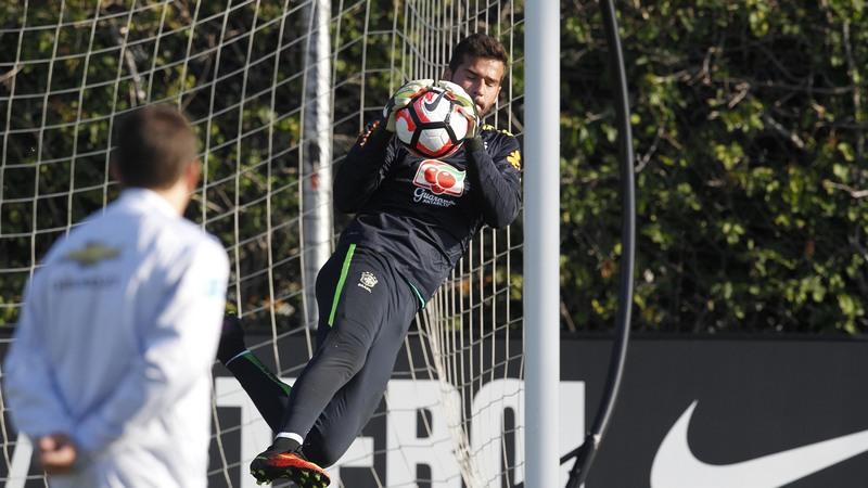 Alisson segue no gol da Seleção Brasileira devido à sequência de jogos (Foto: Rafael Ribeiro/CBF)