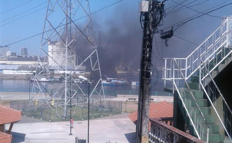 Fogo foi rapidamente controlado e ninguém ficou ferido, informou o Corpo de Bombeiros (Foto: Bombeiros/Divulgação)