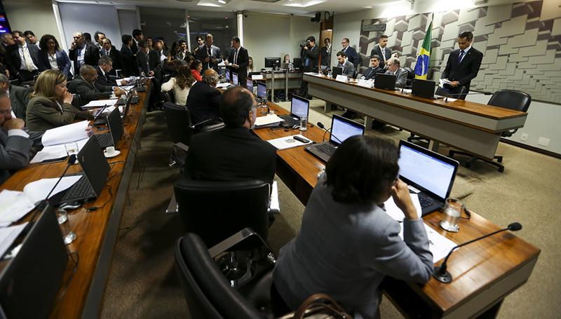 Senado aprova PL para plano de revisão dos gastos públicos