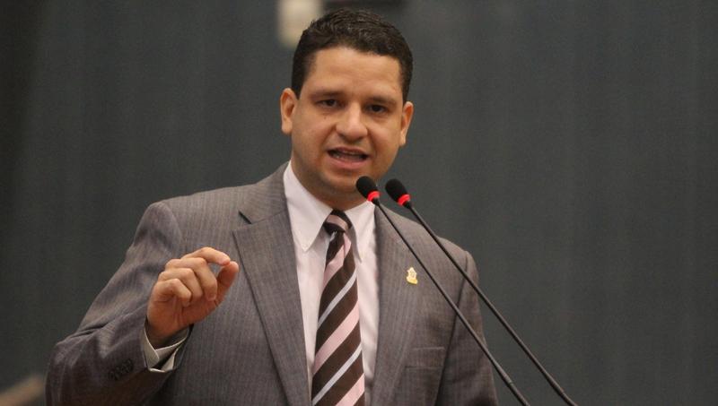 """""""Vou continuar no PMDB, por enquanto"""", diz Dallas Filho após o pai anunciar saída"""