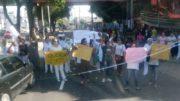 Enfermeiros e técnicos de enfermagem protestaram contra o atraso no pagamento de salários (Foto: Divulgação)