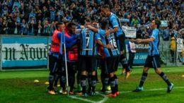 Jogadores festejaram vitória e classificação na Copa Libertadores (Foto: Lucas Uebel/Grêmio/FBPA)