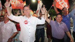 José Ricardo com o candidato a vice, o também petista Sinésio Campos: força na capital (Foto: PT/Divulgação)