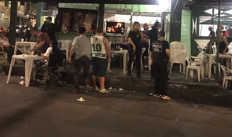 Polícia fechou bares que passaram do horário estipulado pela Lei Seca para ficarem abertos (Foto: SSP/Divulgação)