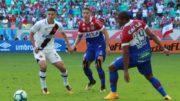 Paulinho foi bem marcado pelos volantes do Bahia (Foto: Carlos Gregório Jr./Vasco.com)