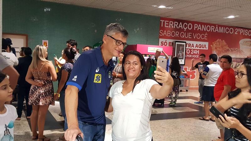 Técnico Renan Dal Zotto, da Seleção Brasileira Masculina de Vôlei, elogiou Manaus, onde o Brasil joga amistoso com os EUA (Foto: Nathalia Silveira/Sejel)