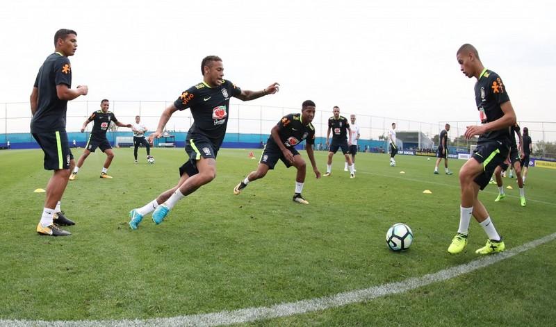 Jogadores em treino da Seleção Brasileira. Preparação para a Copa 2018 terá  jogo contra a Rússia (Foto  Lucas Figueiredo CBF) 7b28b790fecee