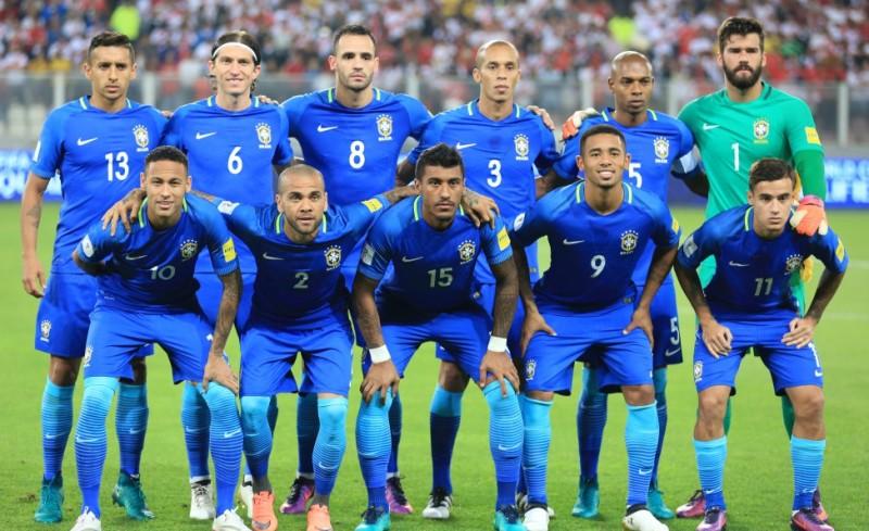 Seleção jogou com uniforme azul e enfrentou temperatura de 43 graus em Barranquilla (Foto: Lucas Figueiredo/CBF)