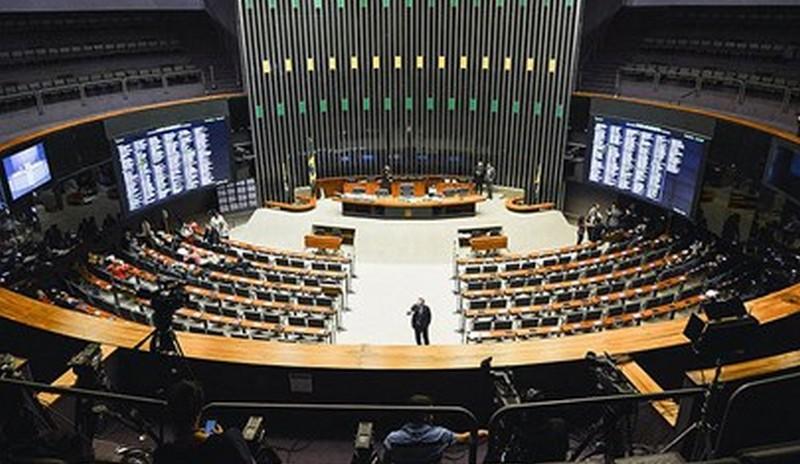 Sem cláusula de barreira, PSL seria o maior partido da Câmara, com 59 deputados