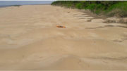 Apenas caiaque de esportista britânica foi encontrado em comunidade ribeirinha do Amazonas (Foto: Marinha/Divulgação)
