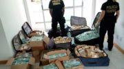 Dinheiro estava em malas e caixas de papelão. PF ainda não sabe qual o valor (Foto: PF/Divulgação)