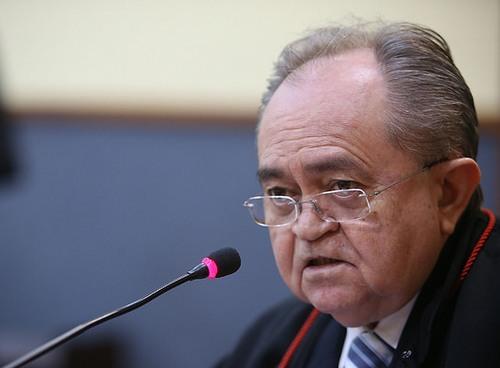 Desembargador Djalma Martins pediu mais informações para decidir sobre antecipação da posse de governador eleito (Foto: Raphael Alves/TJAM)