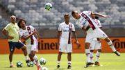 Éverton (centro) treinou com Guerrero e Wiiliam Araão e está confirmado no time do Flamengo (Foto: Gilvan de Souza/Flamengo.com)