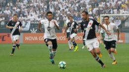 Atacante Nenê em lance de jogo do Vasco com o Corinthians, que venceu com gol polêmico de Jô (Foto: Paulo Fernandes/Vasco.com)
