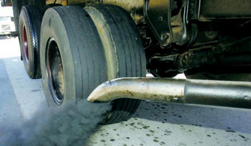 Comissão do Senado aprova data para proibir carro movido a combustível fóssil